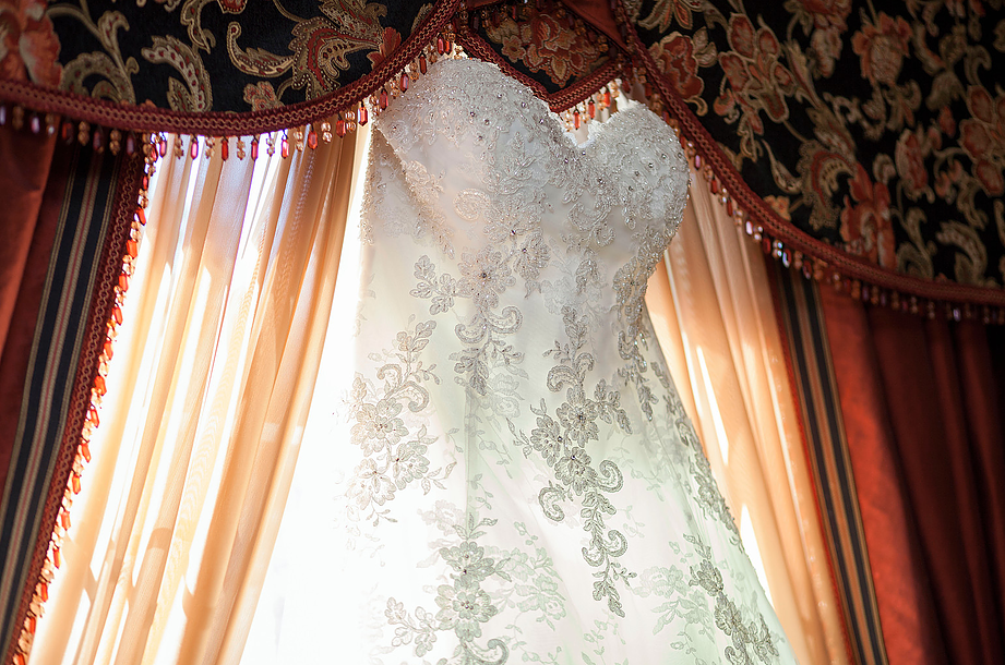 """What You Will Really """"Wear"""" Again: Wedding Dress Photography"""